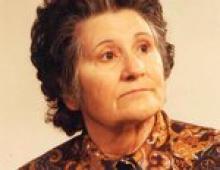 Desde muy joven participó a infinidad de acciones sociales, poniendo siempre en peligro su vida. Julia colaboró valerosamente al estallido revolucionario de octubre 1934.