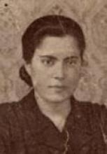 De los afectados por la matanza de Casas Viejas en enero de 1933 María Silva Cruz fue la que alcanzó mayor popularidad. Si todos vieron cambiadas sus vidas la suya lo fue aún más. Tanto que tres años más tarde hasta la perdió. Durante unos meses de 1933 su nombre estuvo en boca de media España : en las del pueblo común, en las de jueces y autoridades, en las de periodistas y políticos y en las de literatos y poetas.