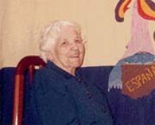 Isabel Mesa Delgado fue costurera con 11 años, poco después obtuvo el carné nº 1 de mujeres del Gremio de la Aguja. En 1936, con 15 años, era la responsable de la biblioteca del Ateneo Revolucionario de Ceuta. Con la sublevación fascista comienza su huida. De Ceuta en patera a Marbella, después Málaga, Valencia, Almería… un peregrinaje vital en el que caben la fundación de periódicos y organizaciones clandestinas, detenciones, torturas y dos condenas a muerte.